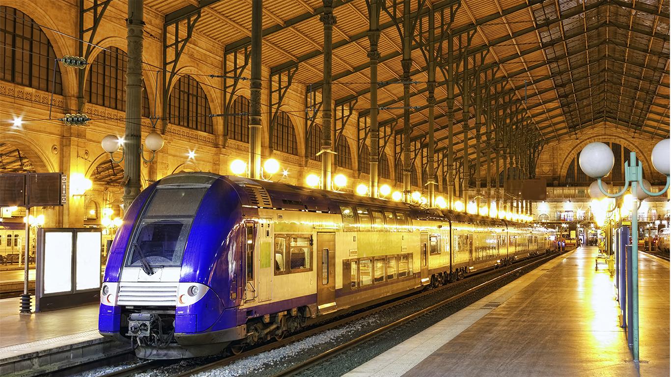 the paris train stations. Black Bedroom Furniture Sets. Home Design Ideas